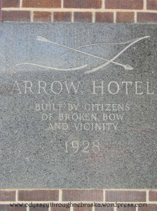 Arrow Hotel sign